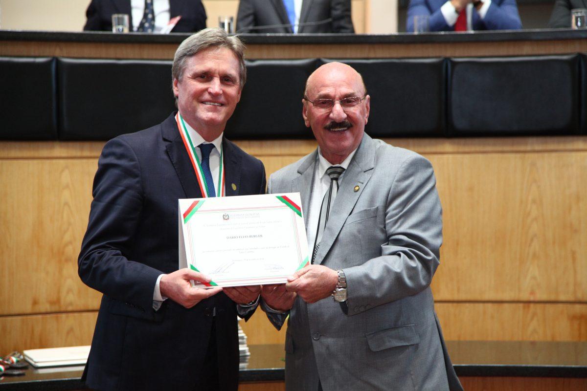Senador Dário Berger é homenageado com a mais alta honraria do Poder Legislativo Catarinense