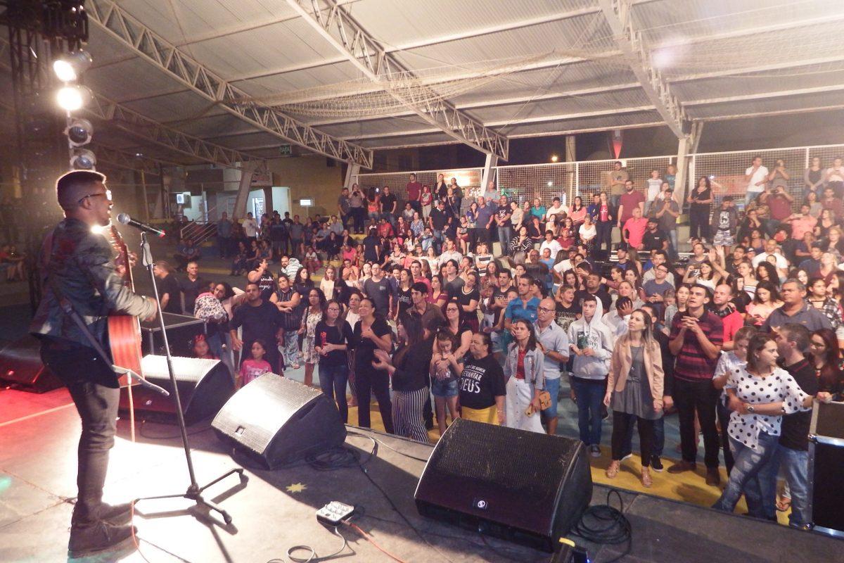 Noite Gospel encanta e atrai bom público na Praça Central