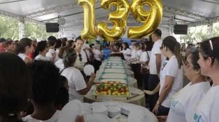 Teve bolo de 139 anos quilos