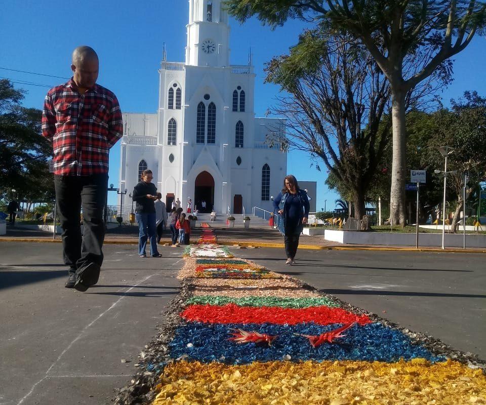 Corpus Christi: cor e fé enfeitam tapetes