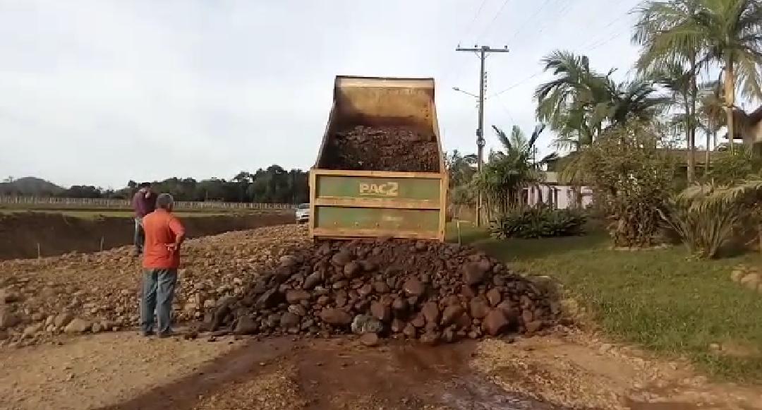 Andamento das obras de pavimentação de Jacinto Machado foi acompanhado pelo Prefeito e Secretário de obras