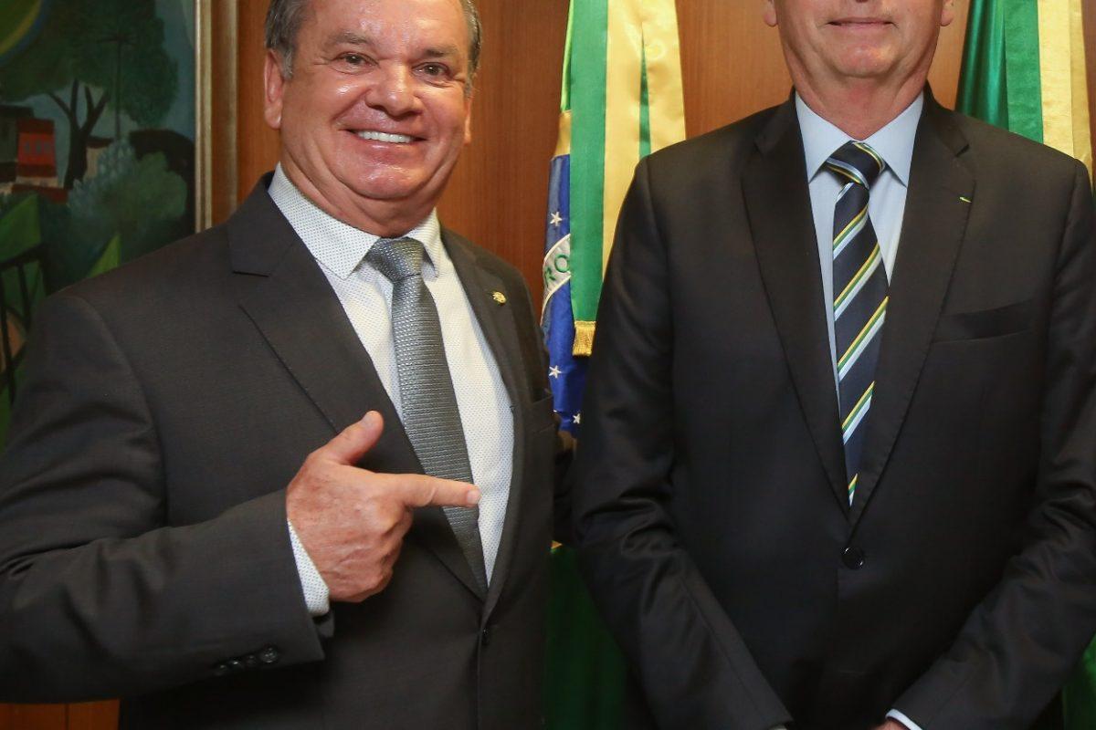 Bolsonaro recebe bancada catarinense nesta quinta