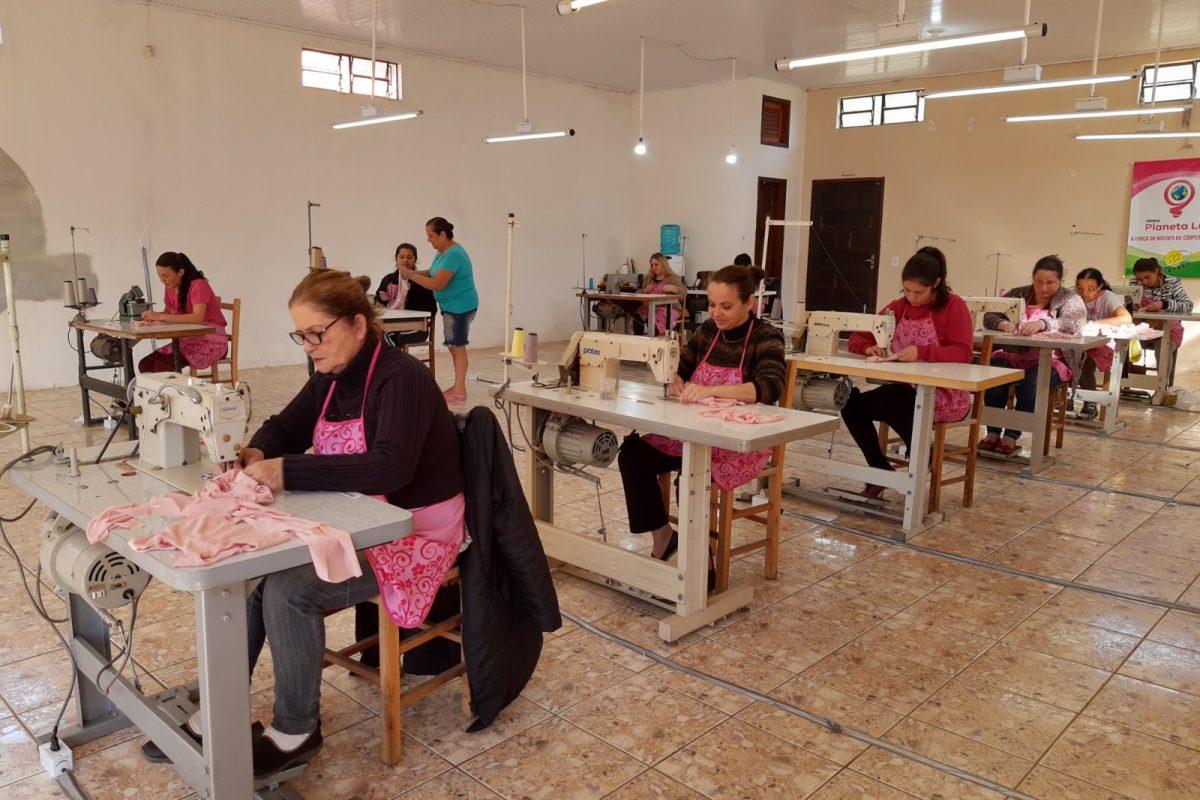 CEPRAG promove curso de costura industrial