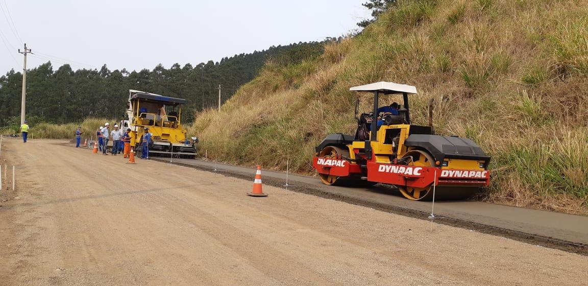 Serra da Rocinha recebe concreto