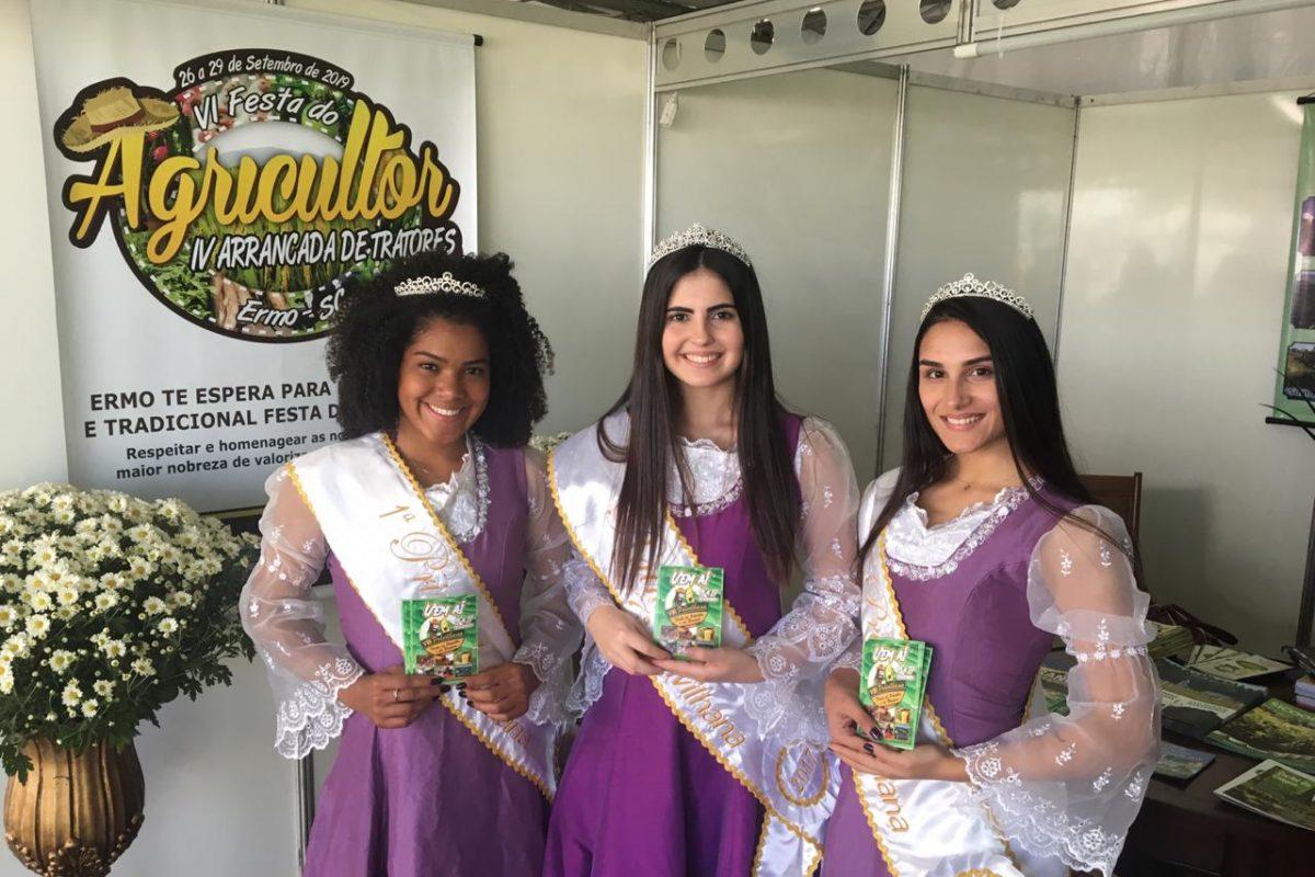 Soberanas da Polvilhana visitam Festa do Agricultor