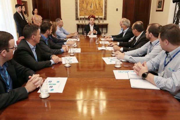 Acordo de cooperação técnica Governo x WEG para reduzir custos da Casan