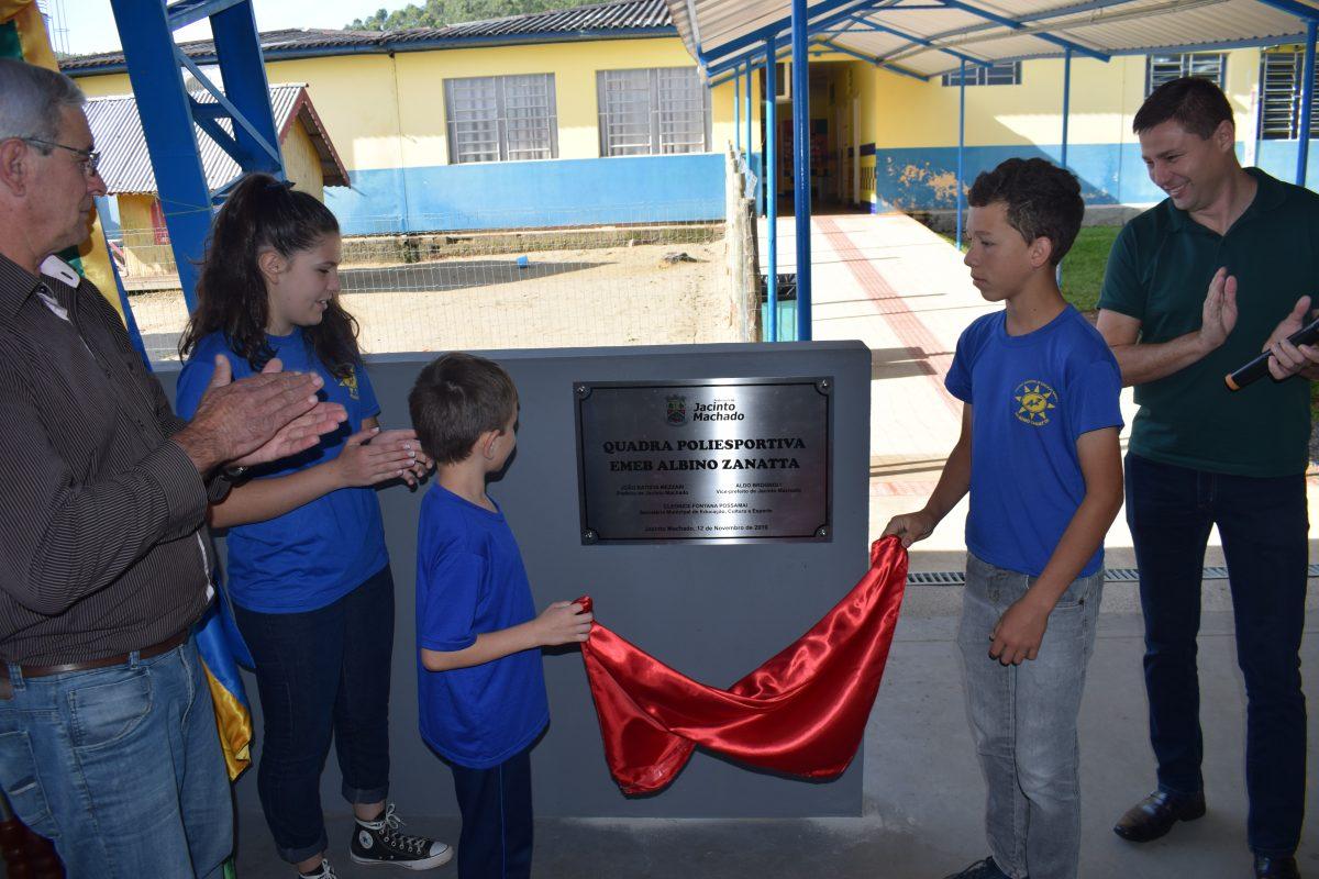 Jacinto Machado inaugura quadra e creche no bairro Gávea