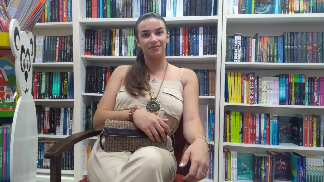 Escritora lança livro em Araranguá