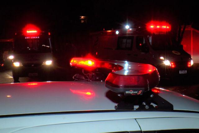 Criança cai em piscina e familiares chamam os bombeiros
