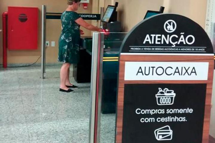 Cooperja inicia atividade pioneira de self-checkout em seus Supermercados