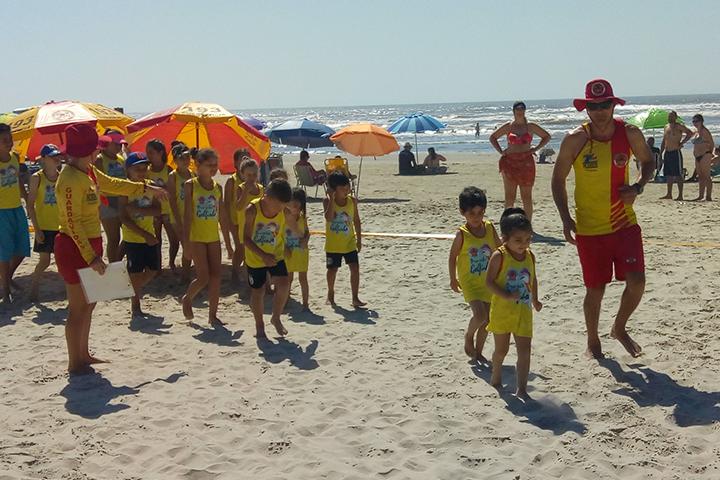 Projeto ensina crianças a conhecer os limites do mar