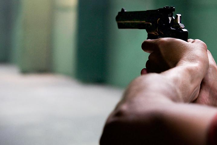 Homem é indiciado por comércio ilegal de armas de fogo