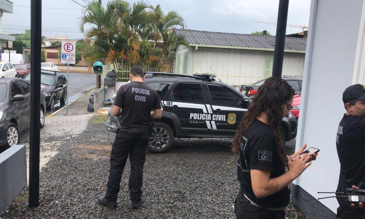 PM e Polícia Civil nas ruas para organizar e fiscalizar o fechamento de estabelecimentos comerciais