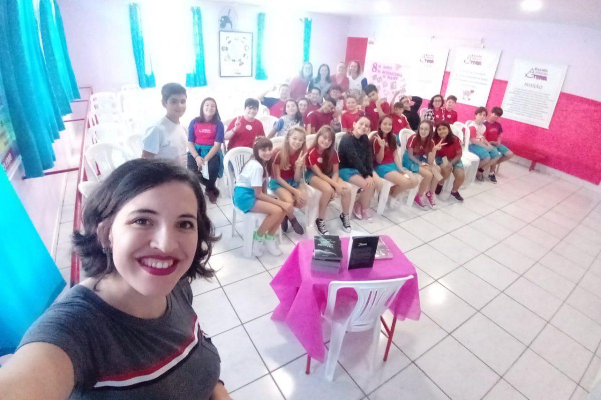 Para celebrar o Dia Internacional da Mulher, escola promove ação com literatura