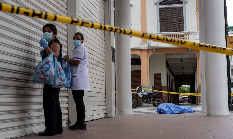 Medida de prevenção: cidades começam a se preocupar com estoque de urnas funerárias