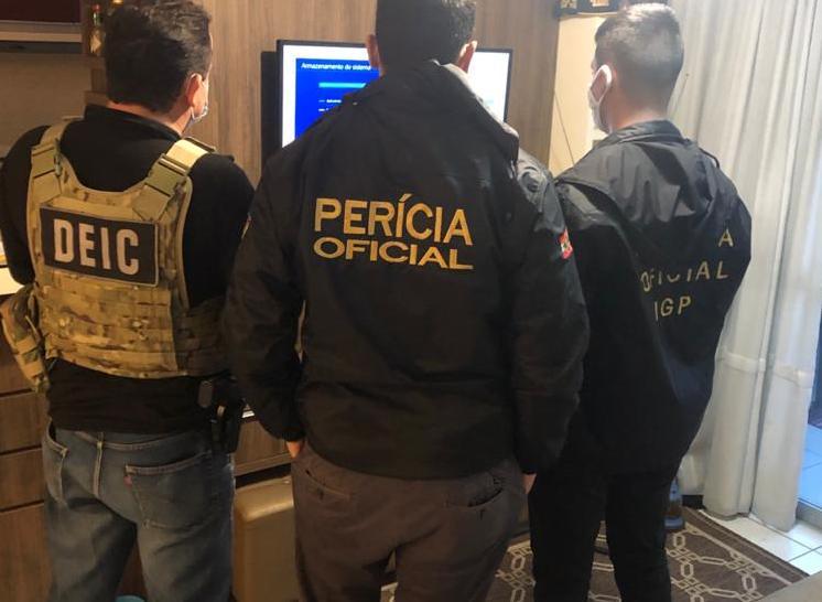 Polícia de SC prende quatro pessoas em operação contra pornografia infantil pela internet