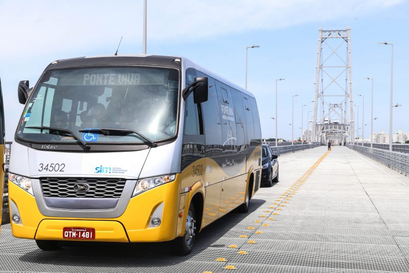 Ônibus com tecnologia anti-coronavírus passam a circular em Florianópolis