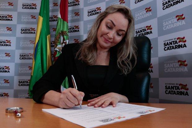 Governadora Daniela Reinehr lança iniciativas na área de desenvolvimento social
