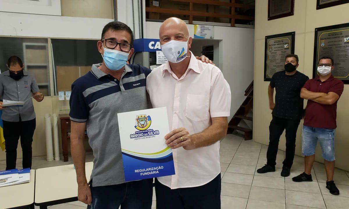 Balneário Arroio do Silva entrega trinta matrículas do Loteamento Jofre