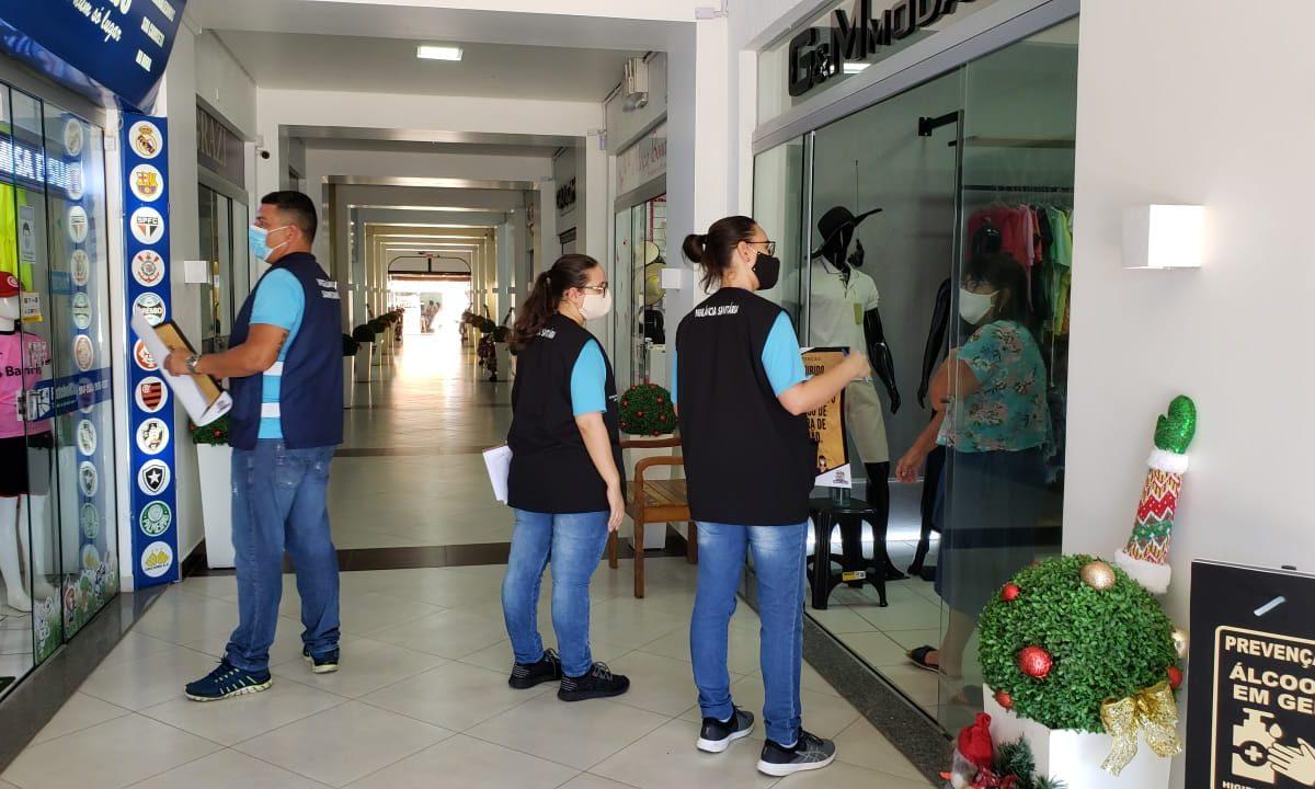 Secretaria de Saúde realiza ação de orientação e prevenção no comércio sobre o covid-19