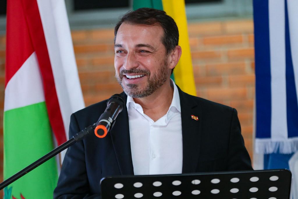 Coluna Pelo Estado: As novas pontes de Carlos Moisés no governo de SC