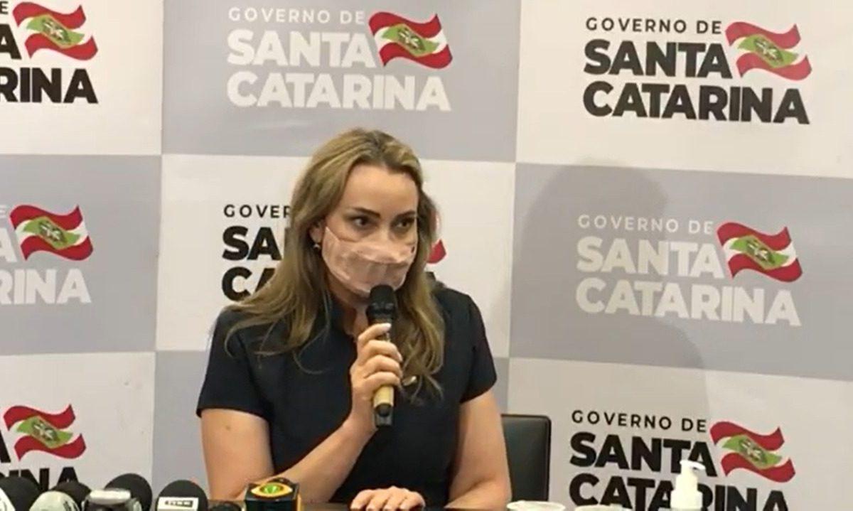 Ao vivo: Daniela Reinehr fala à imprensa pela primeira vez após assumir governo