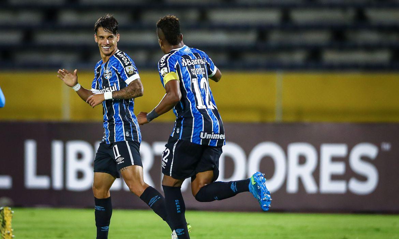 Com reservas e meninos, Grêmio vence e segue na pré-Libertadores