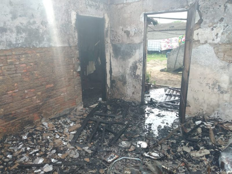 Idosa fica ferida em incêndio em quitinete em Araranguá