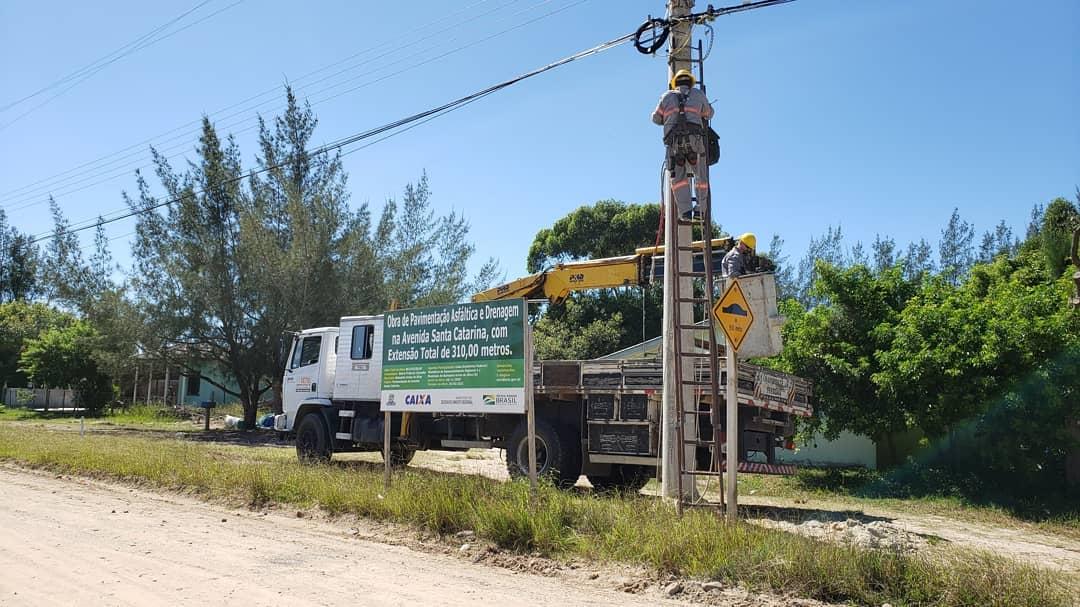 Praia da Caçamba recebem obra de drenagem e pavimentação de310 metros da avenida